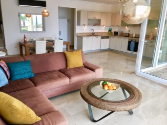 Kitchen & dining area from lounge