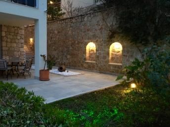 Apartment patio & garden